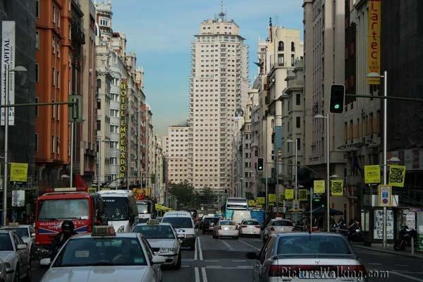 La Gran Vía de Madrid, vista hacia Plaza España.