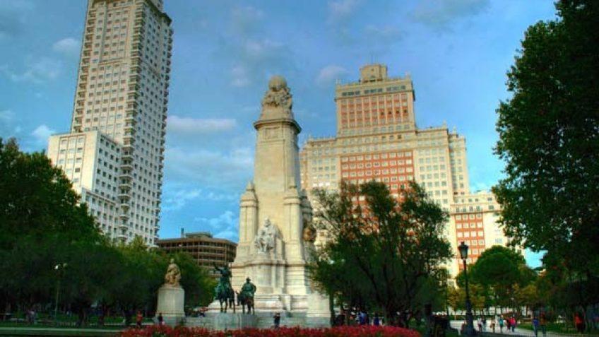 Plaza España y Sus Edificios