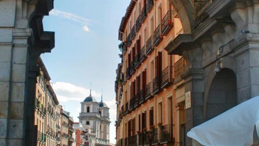 Puerta Arco de Plaza Mayor Madrid