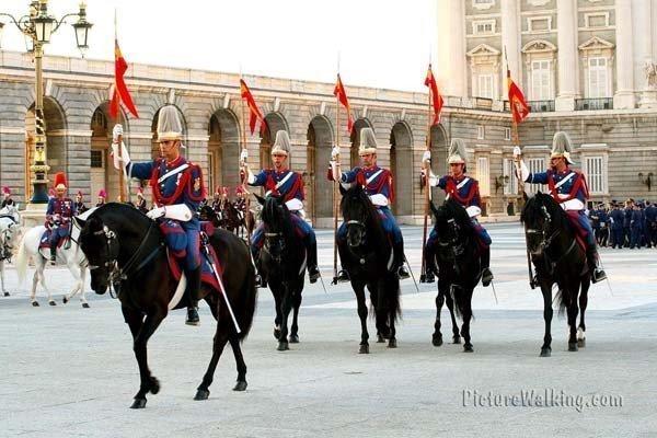 Guardia Real el 12 de Octubre en el Palacio Real