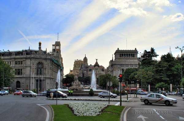 Plaza de La Cibeles, vista hacia el Oeste, hacia calle Alcalá y Gran Vía.