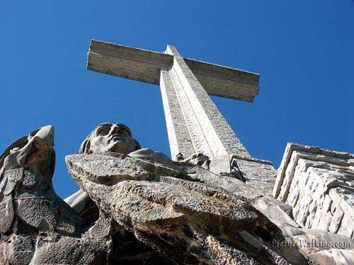 Escultura Juan y El Águila - Cruz del Valle de los Caídos