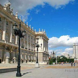 Roya Palace front plaza oriente