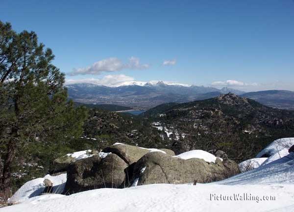 Vista del Valle de Cuelgamuros, desde la Cruz del Valle de los Caidos.