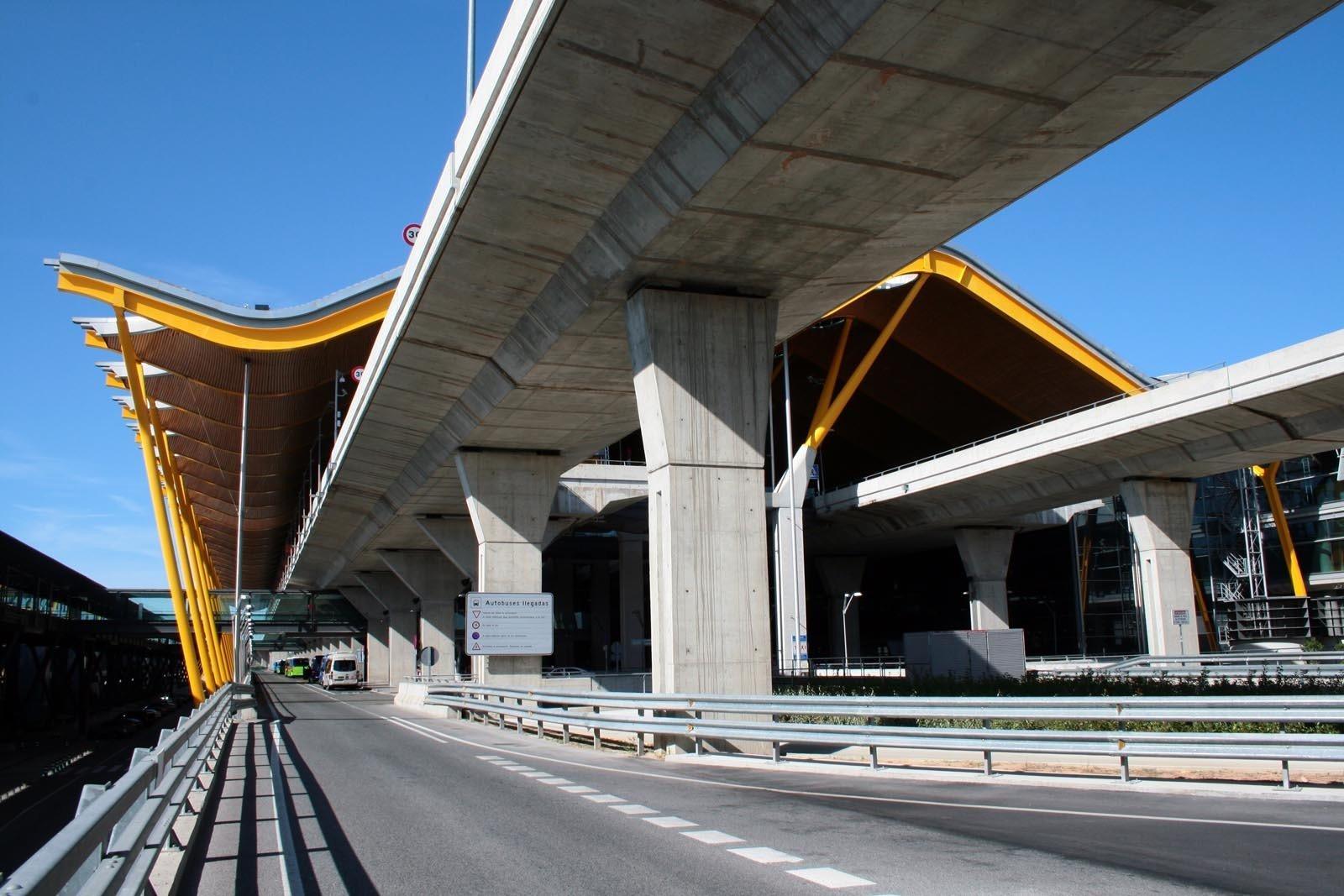 Entrada de Vehículos a la Terminal 4 de Barajas
