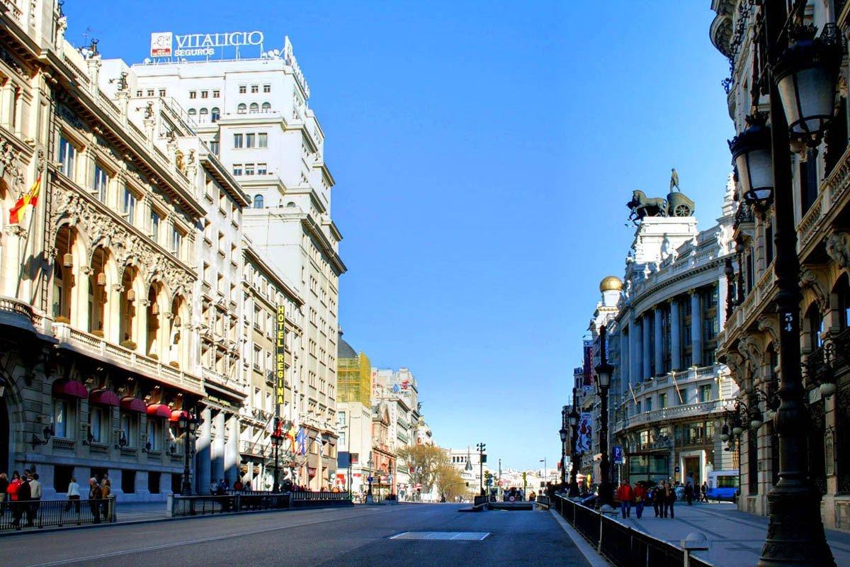 Calle Alcala cercano a Puerta del Sol
