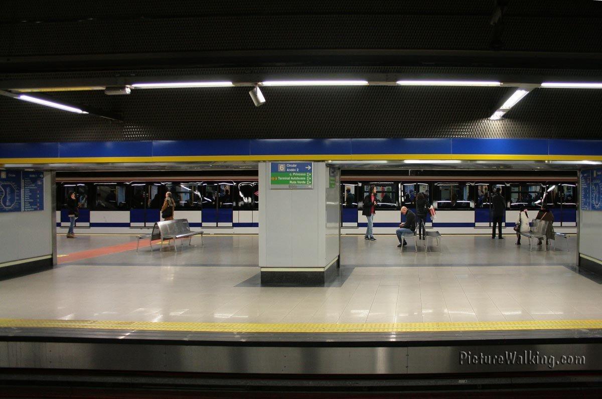 Andén de estación del Metro de Madrid