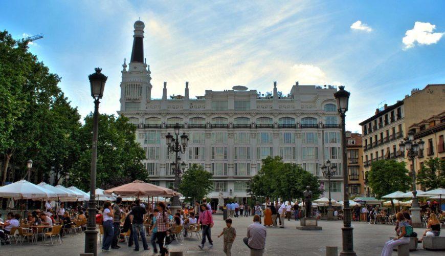 Plaza Santa Ana, con el Hotel Reina Victoria