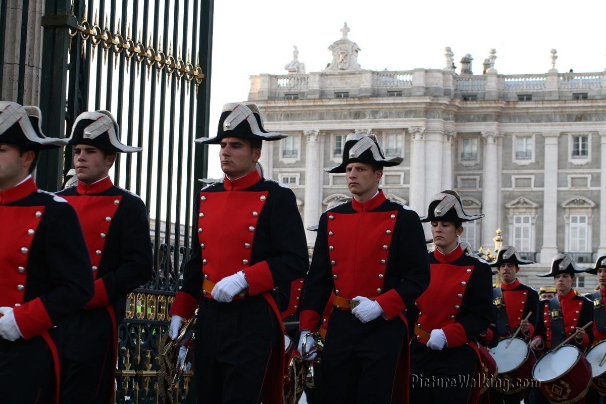 Soldados en el Palacio Real
