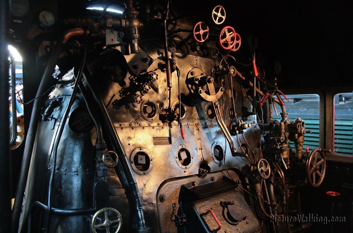 Cabina de locomotora de vapor 141 F - 2416