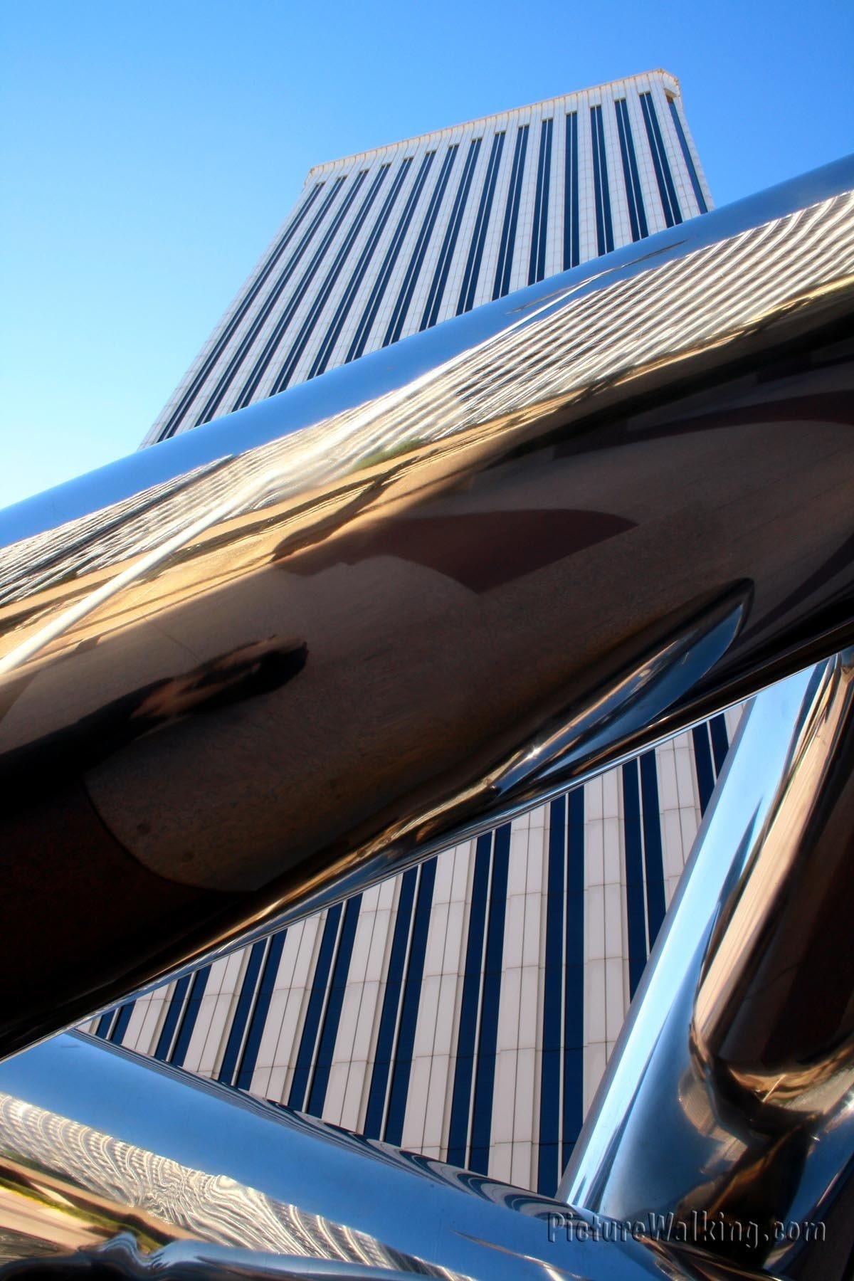 Detalle de Escultura y Torre Picasso