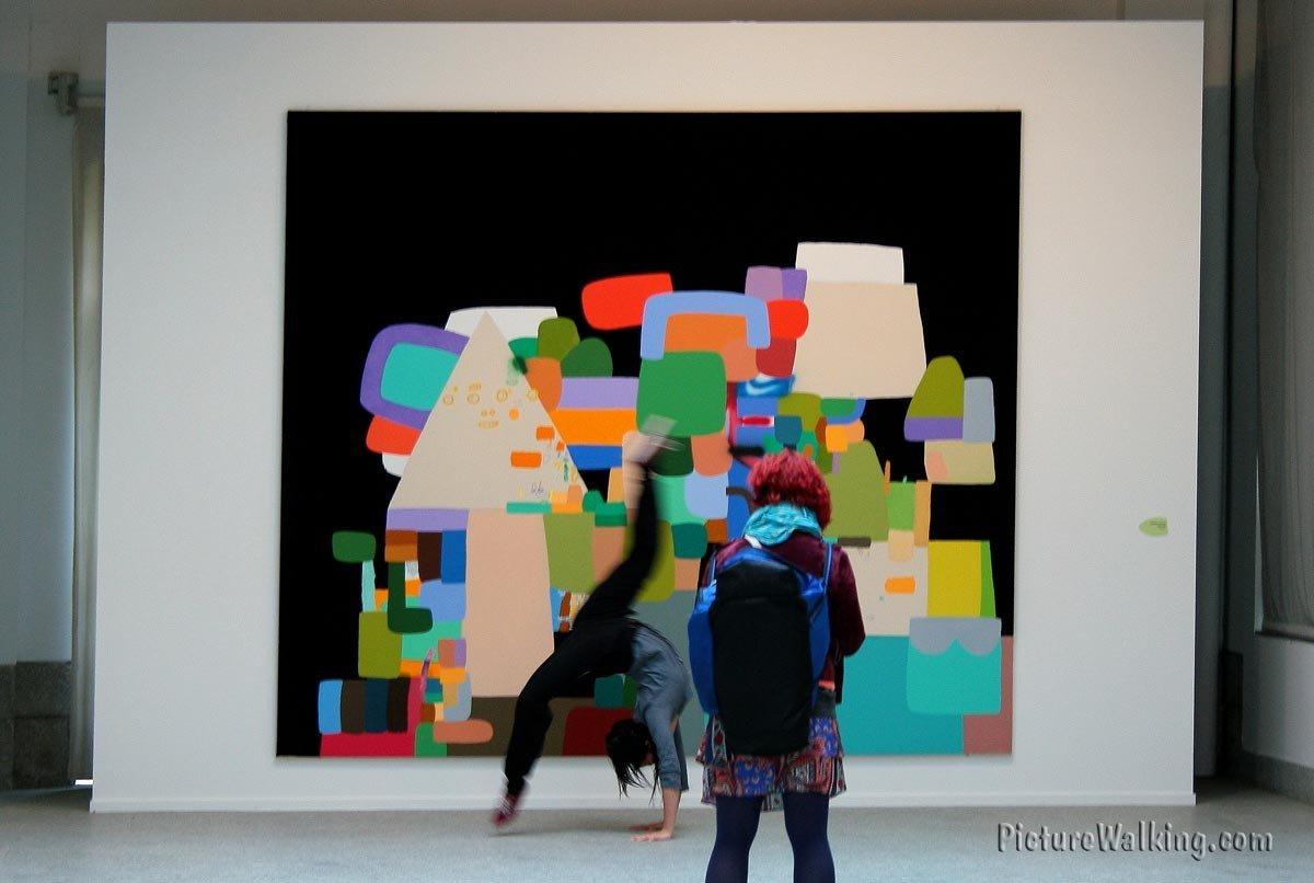Arte en movimiento sobre Mural de  Federico Herrero