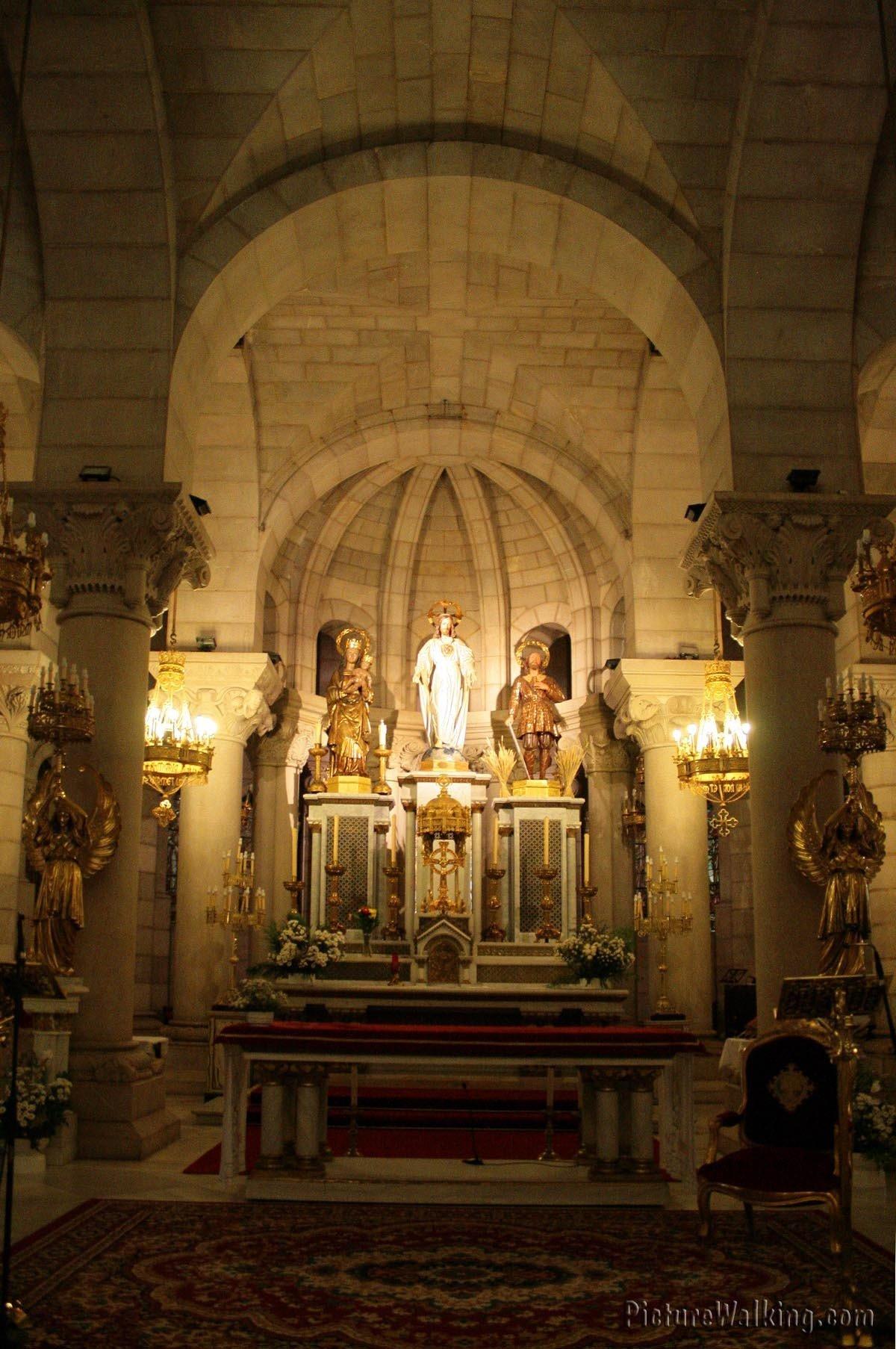 Altar de la Cripta de La Almudena