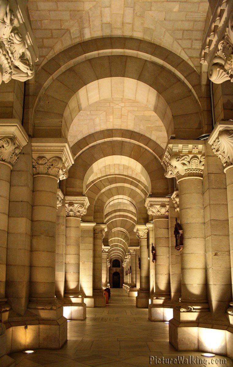 Nave lateral de la Cripta de la Almudena