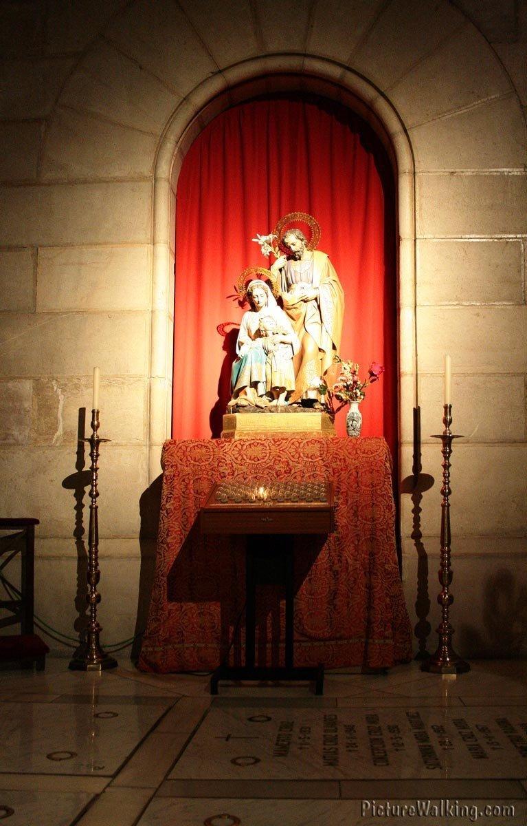 Una de las capillas de la Cripta de la Almudena