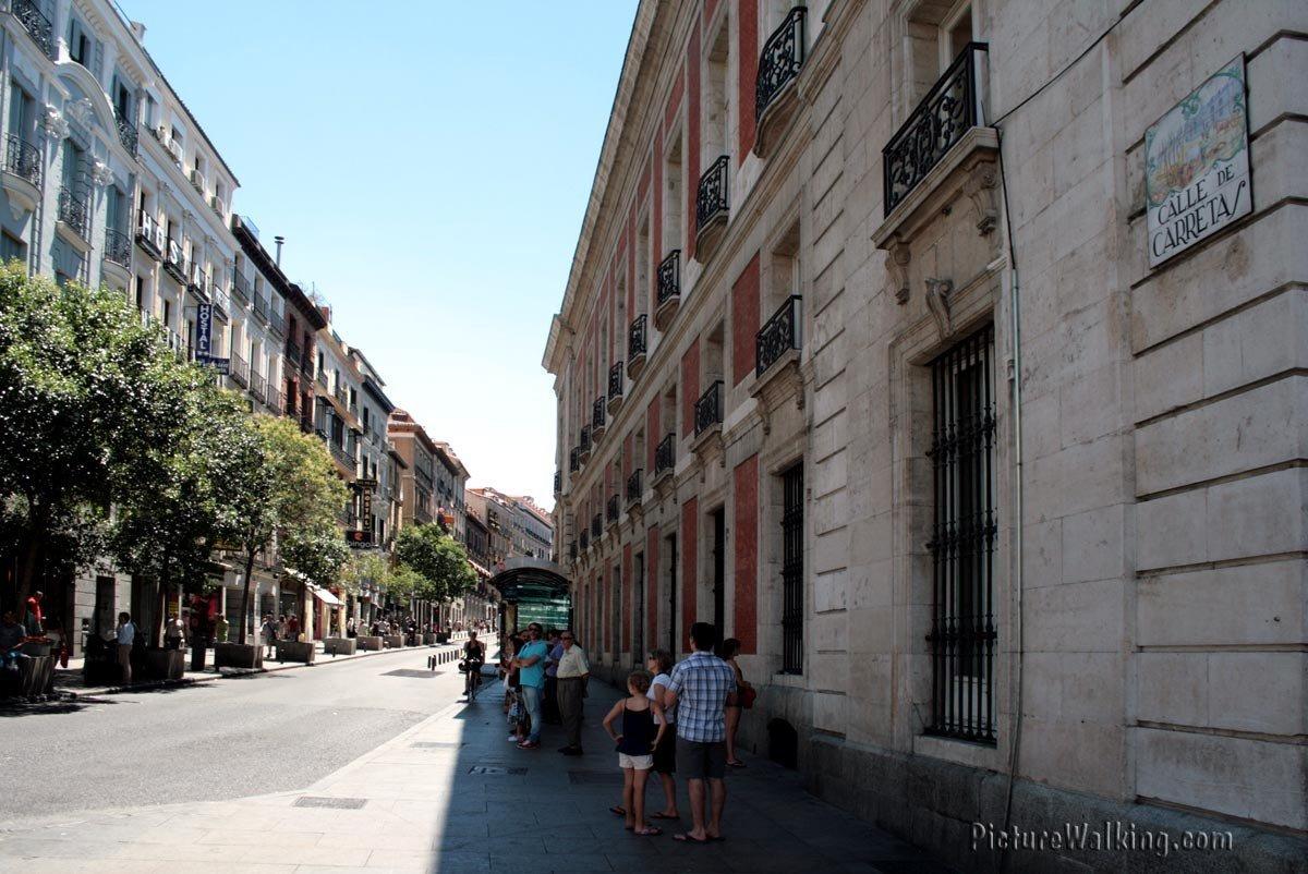 Calle Carretas una de las calles que empiezan en Sol