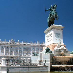 Estatua de Felipe IV en la Plaza de Oriente