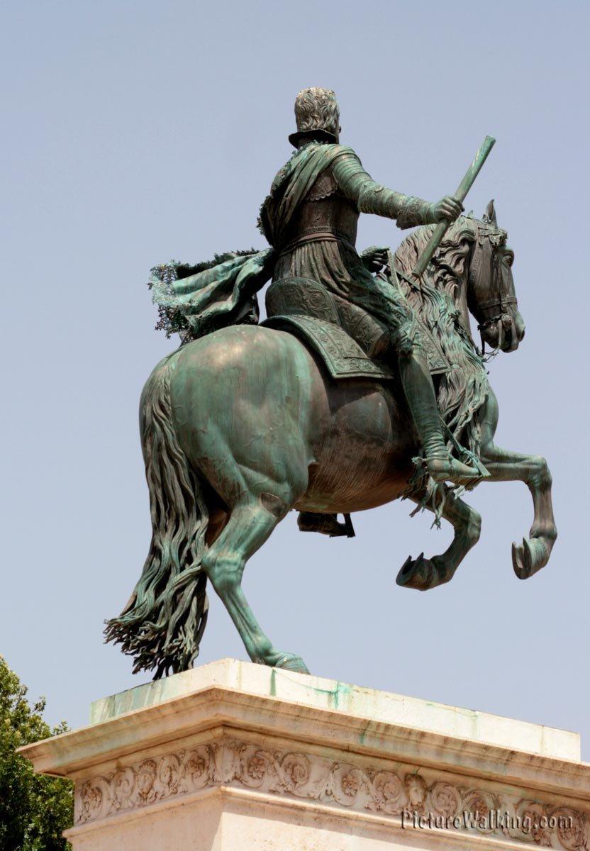 Estatua Felipe IV en Plaza de Oriente