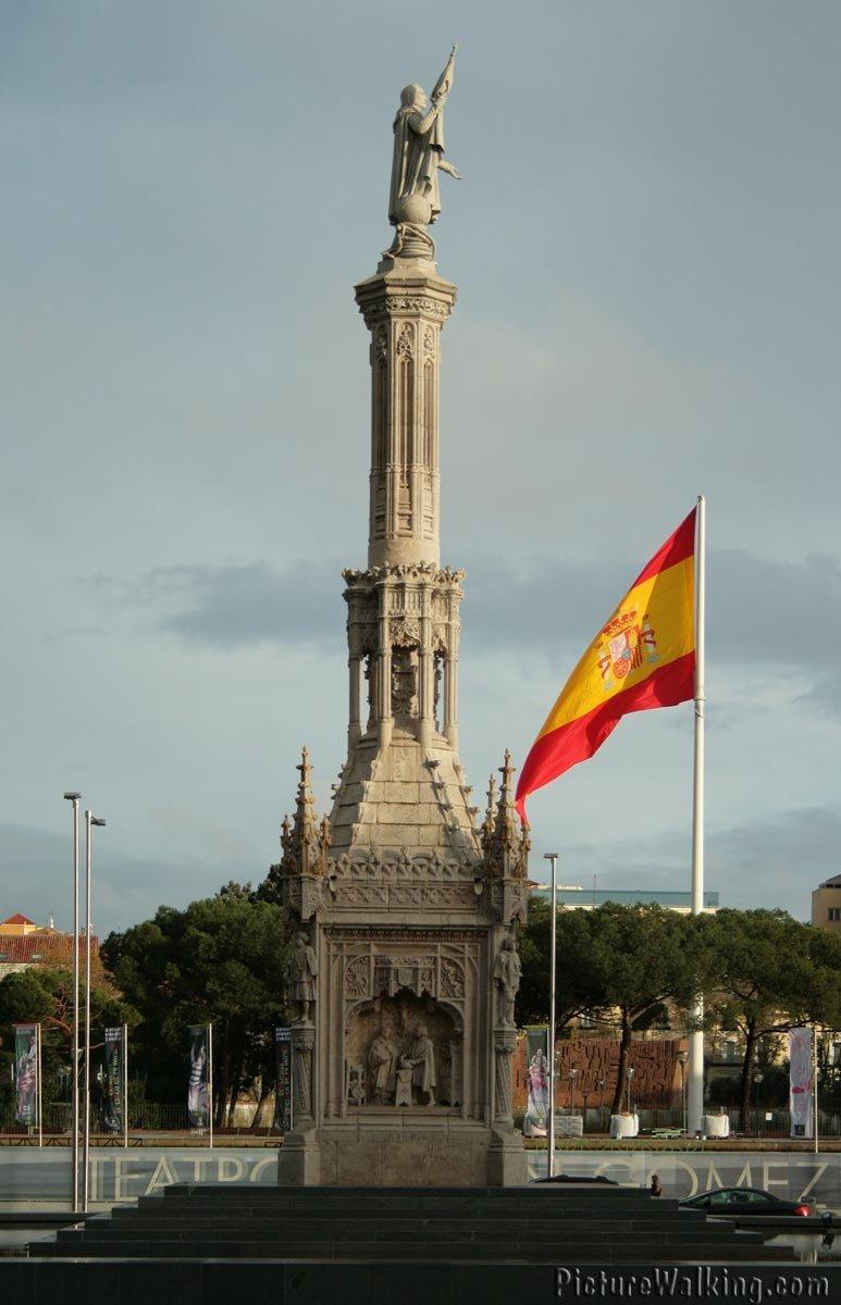 Monumento a Cristobal Colón en la Plaza Colón de Madrid