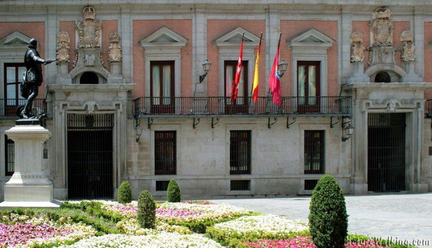 Las dos puertas de la Casa de la Villa