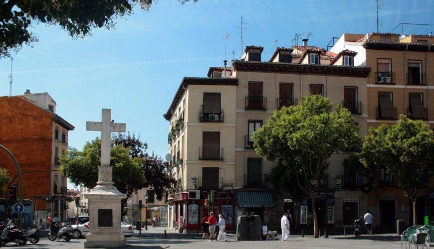 Plaza Puerta Cerrada, toma hacia el Oeste