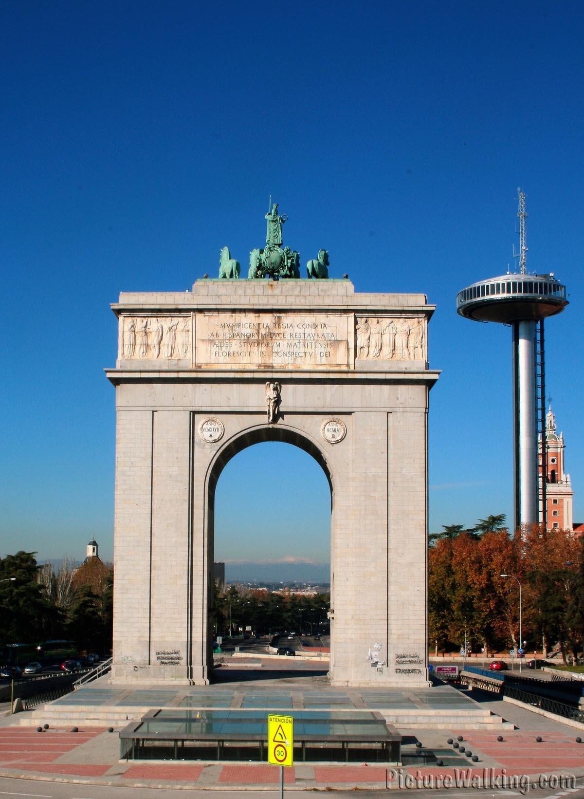 Moncloa y el edificio del ej rcito del aire for Puerta la victoria