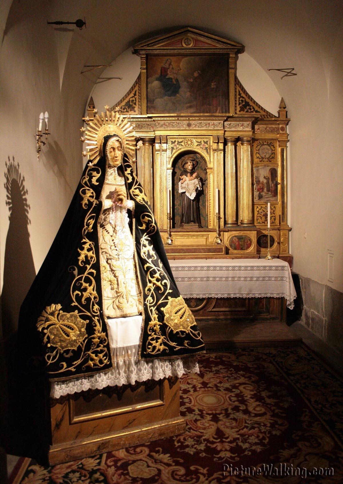 Capilla de San Antonio de Pádua, con la imagen de la Virgen de la Soledad