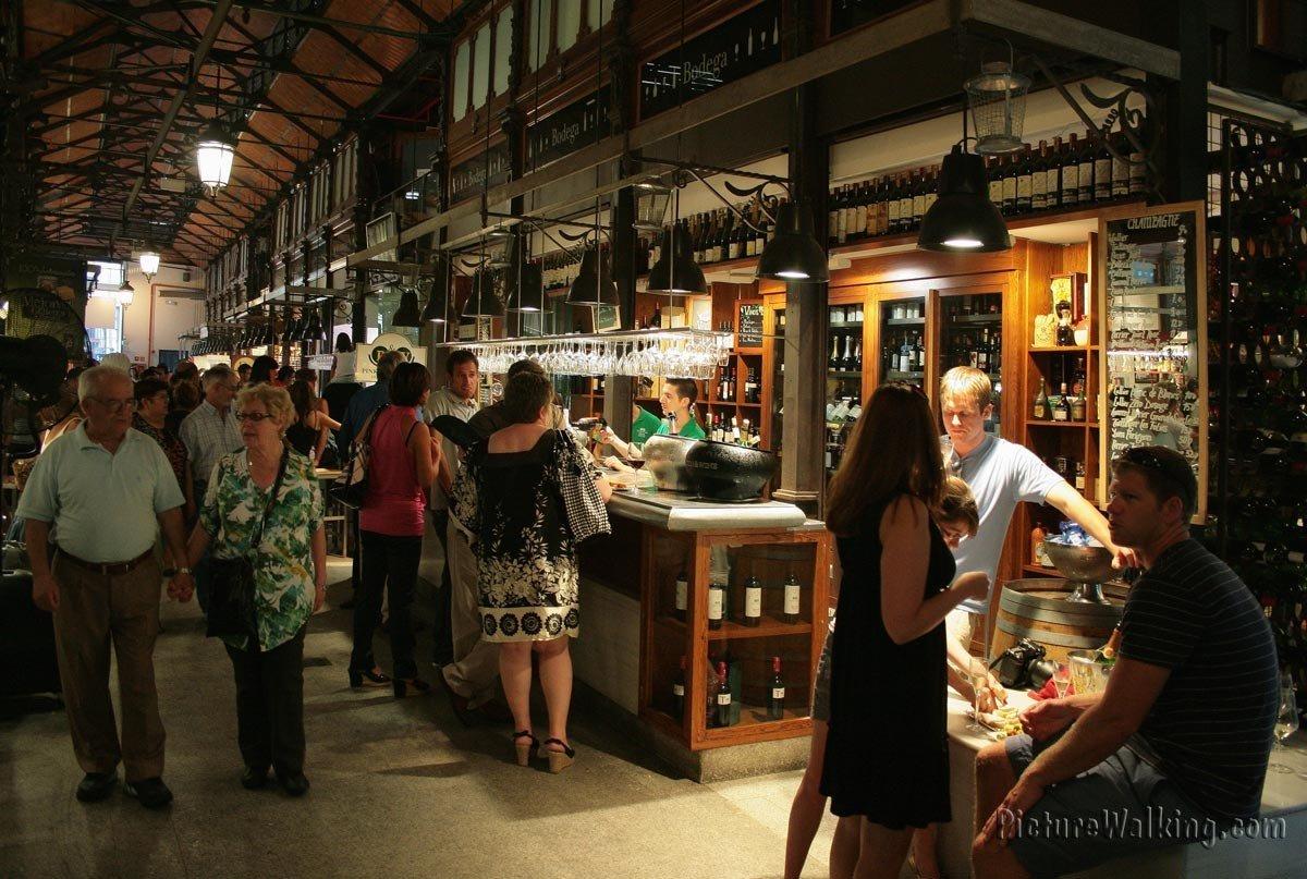 Bar de cata de  vinos en el Mercado San Miguel