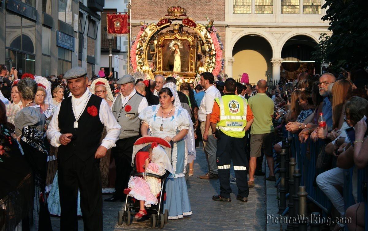 Inicio de la procesión de la Virgen Paloma
