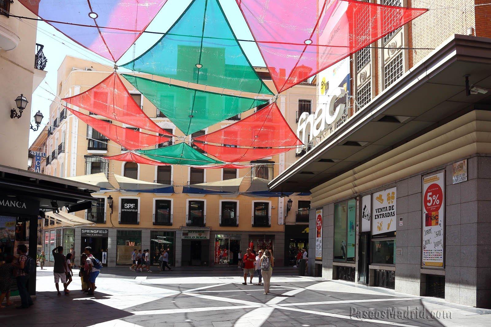Calle Rompelanzas, la mas corta de Madrid.