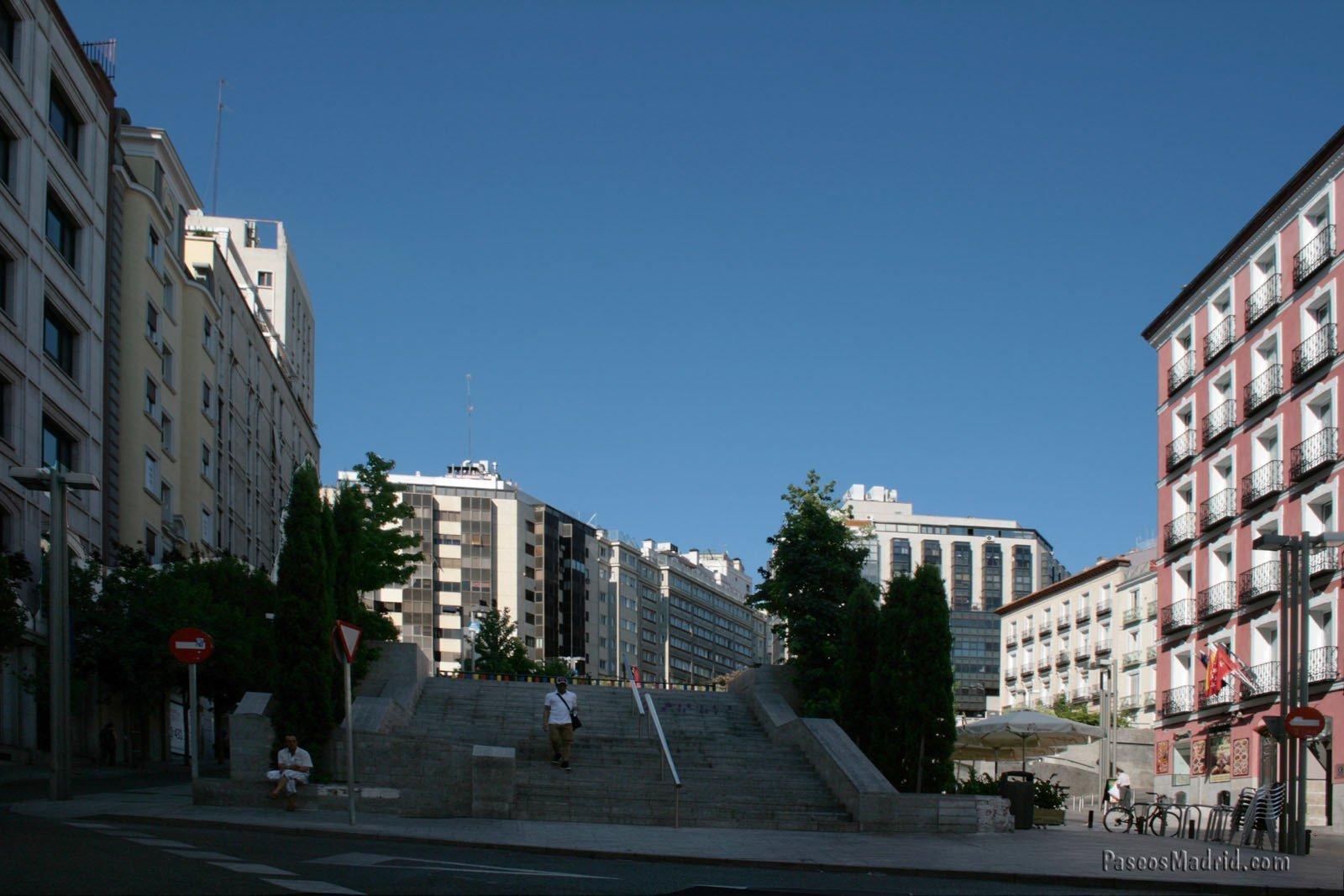 Escalera en el Oeste de la Plaza Santo Domingo. Julio 2014.