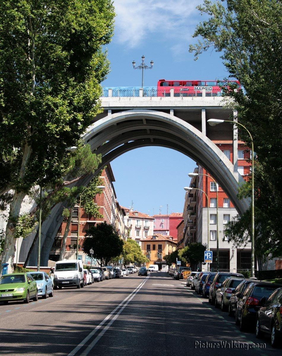 """""""El Viaducto"""", Madrid.  Toma en el verano 2013."""
