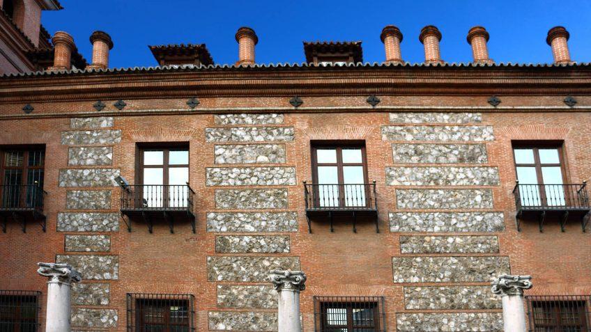 Fachada de la Casa de las Siete Chimeneas
