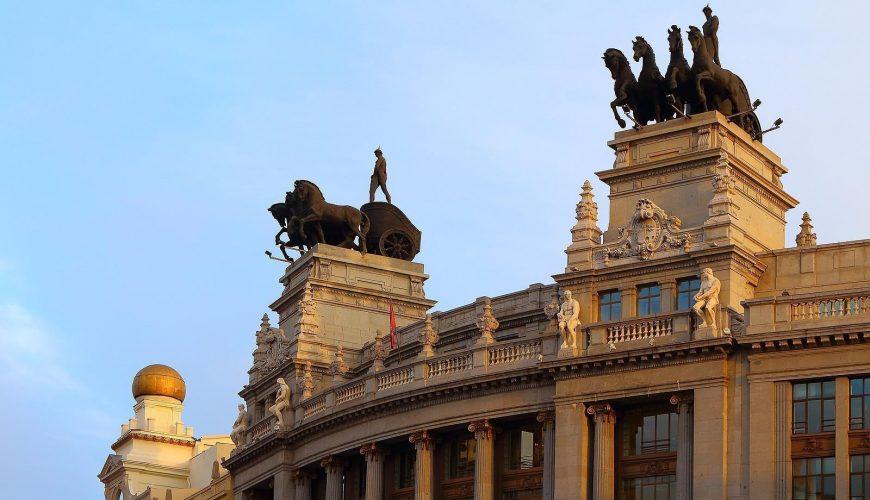 Cuadriga en la antigua sede del Banco de Bilbao.