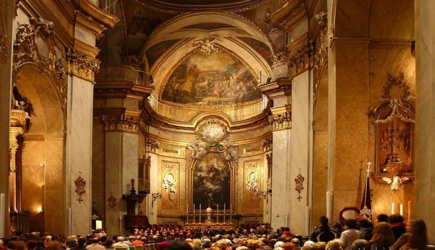 Interior de la Basilica Pontificia San Miguel