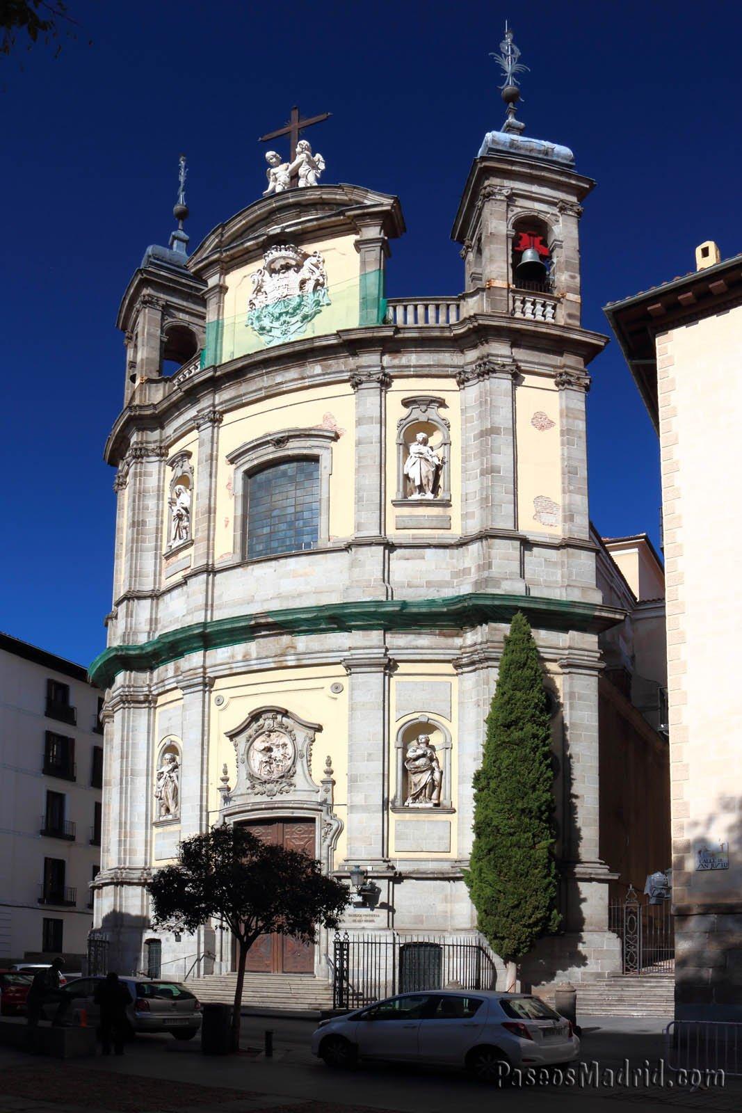 Fachada convexa de la basílica