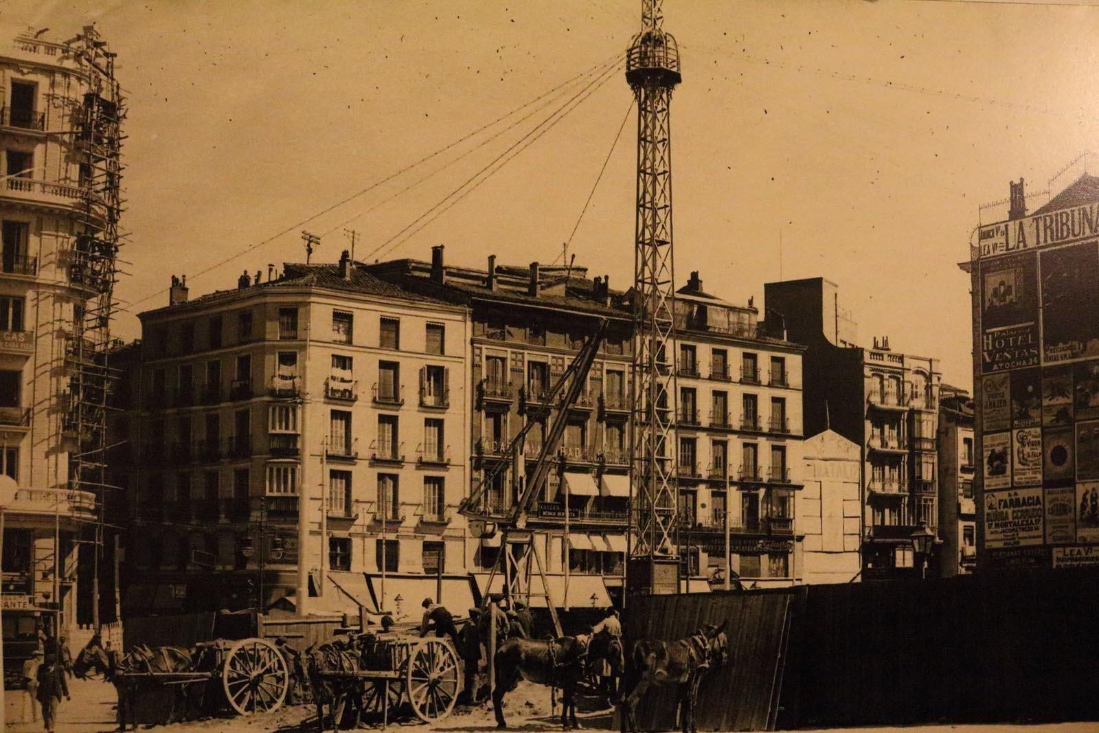 Obras de la construcción de la estación de Metro