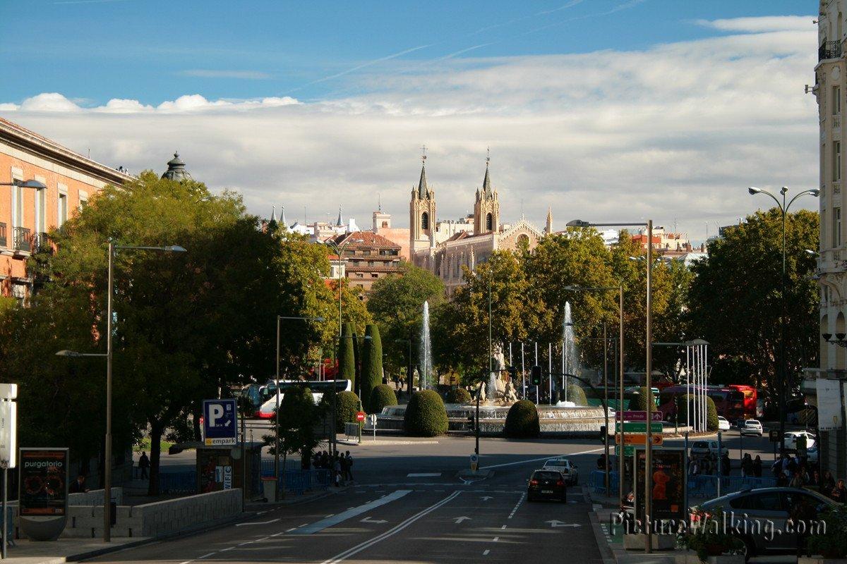 Plaza de Neptuno desde Plaza de las Cortes