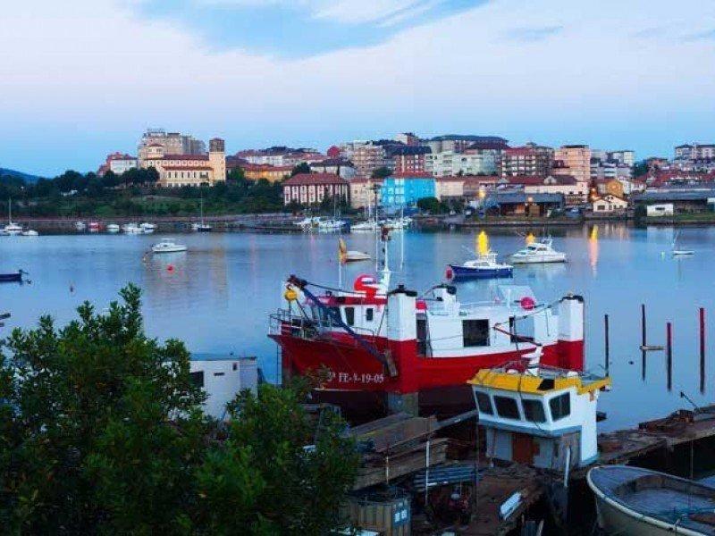 Barcos en la Bahía de Santander, Cantabria.