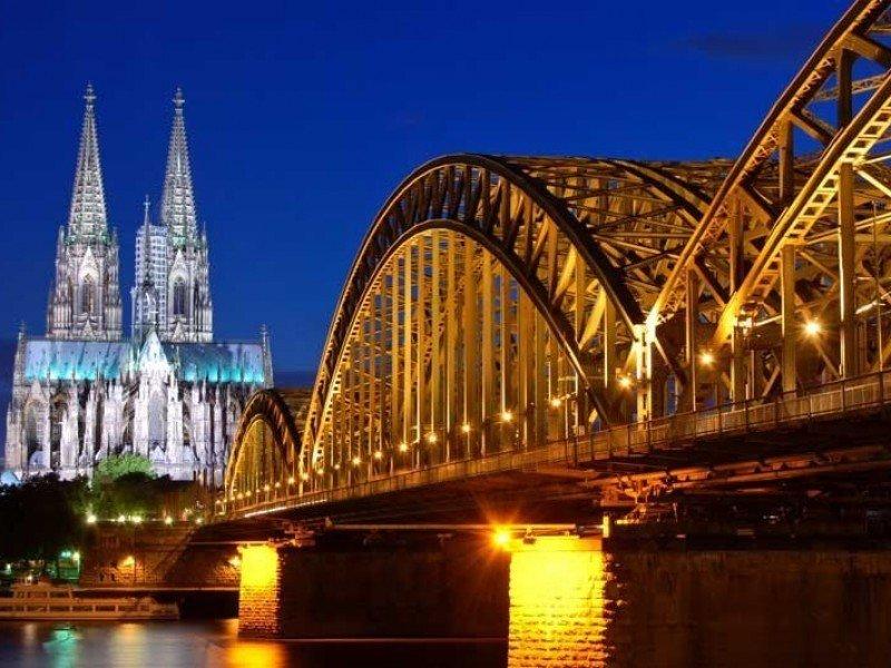 Catedral y puente en Colonia