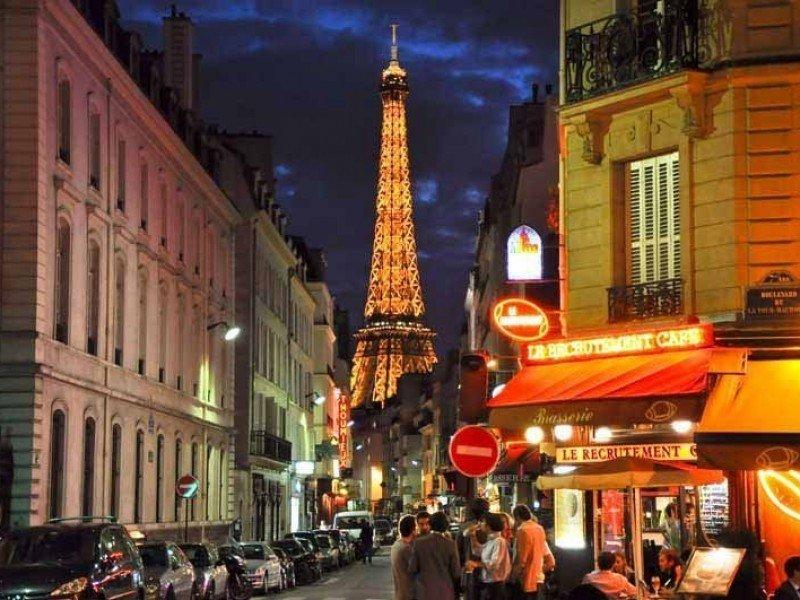 París con la Torre Eiffel en el fondo.